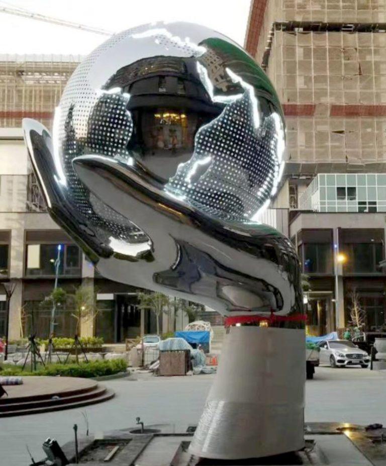 rzeźby metalowe