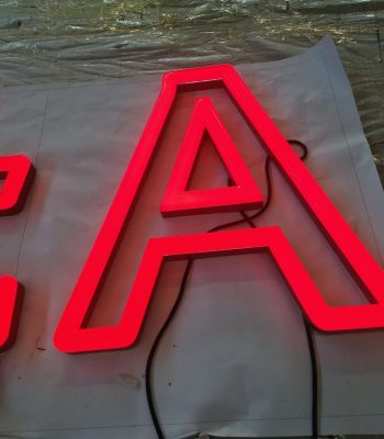 litery podświetlane kraków