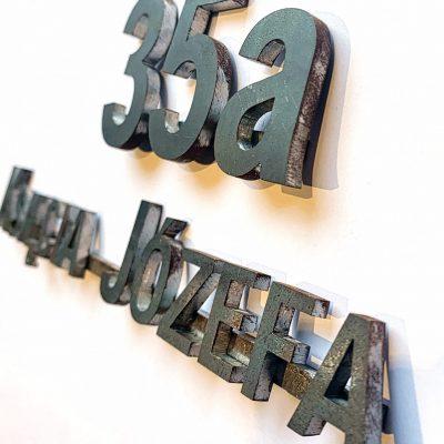 litery wycinamy też ze stali czarnej